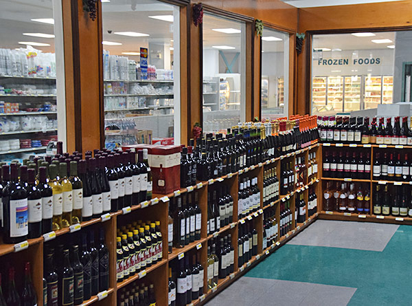wine and spirits at albert lakes