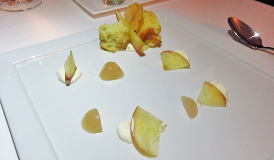 apple dessert at le bistro at santorini