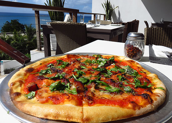 bellisima pizza at blue bar