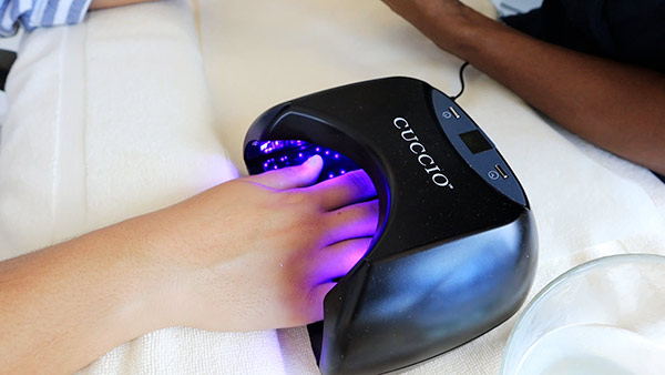bio gel manicure light at spa by cuisinart