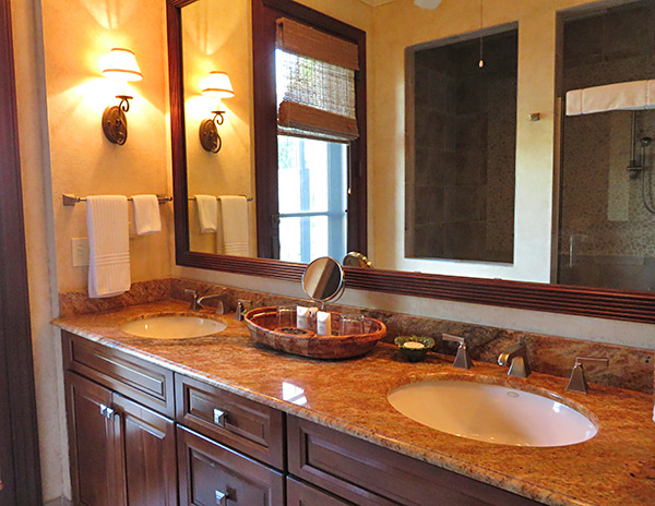lower master bathroom at bird of paradise villa