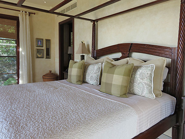the master bedroom king bed at bird of paradise villa