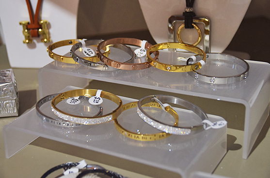 Diamond and gold braceletes at Bijoux