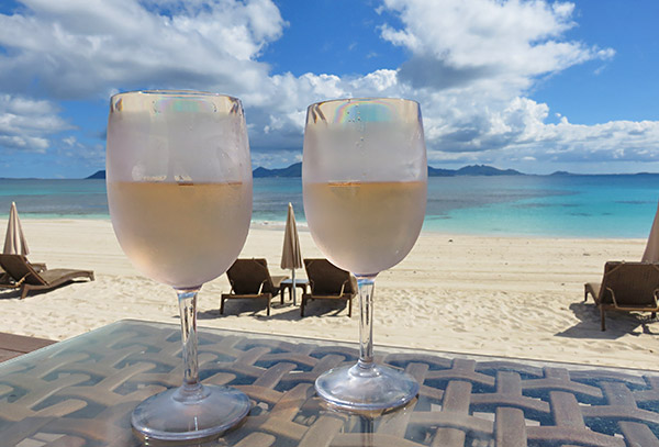 glasses of rosé enjoyed at the reef breezes