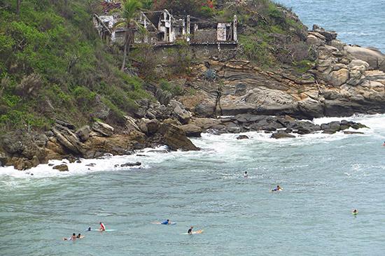 carrizalillo surfers in puerto escondido