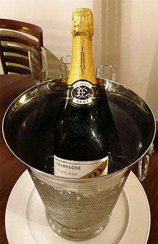 champagne at l'esplanade