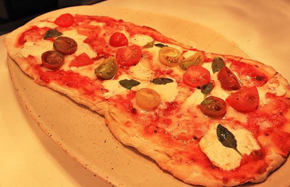 Classic Margarita Flatbread Pizza