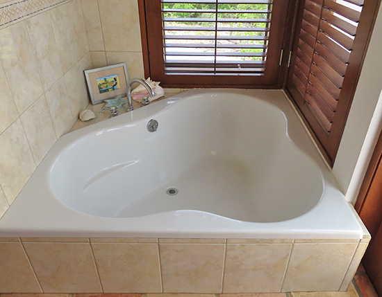 luxurious jacuzzi tub at twin palms villas coconut palm
