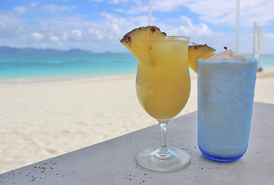 refreshing cocktails at cuisinart beach bar