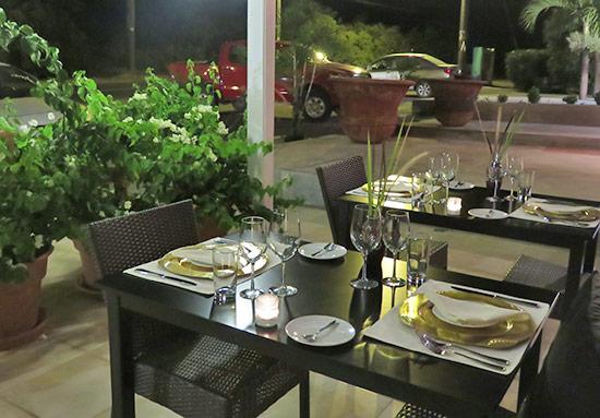 exterior setting at de cuisine