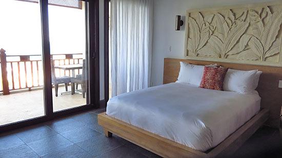deluxe hotel room at zemi