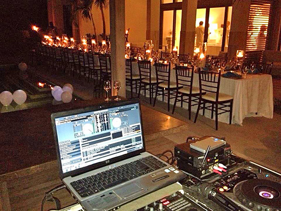 dj kue at a wedding