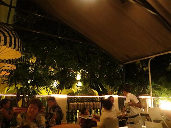 inside el picoteo tapas bar