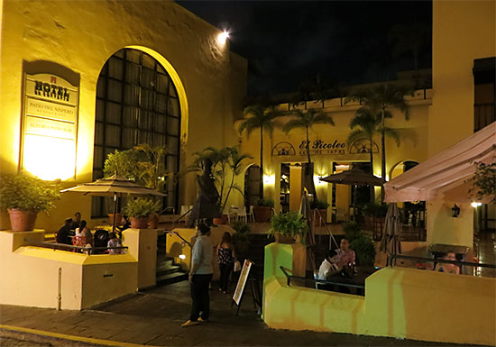el picoteo entrance from street