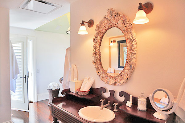 Second floor bathroom in guest house Ananda at Santosha Villa Estate on Long Bay