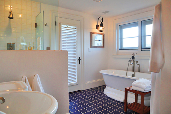 Bathroom in guest house Bhakti at Santosha Villa Estate on Long Bay