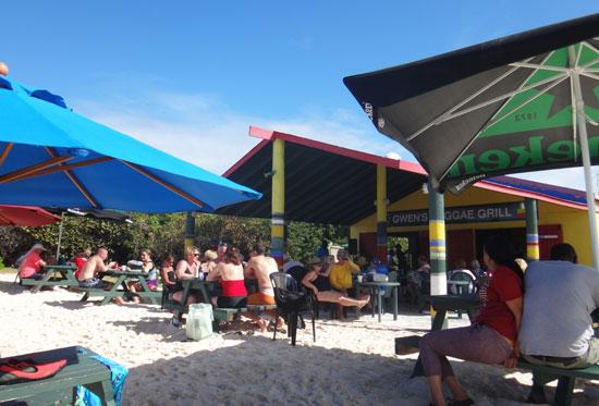 gwens reggae grill picnic tables
