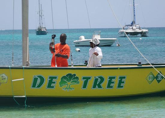 ian carty using the gun on racing boat de tree