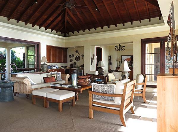 bird of paradise villa main house living room