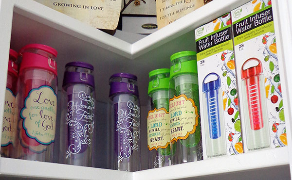 infuser water bottles from the gift box