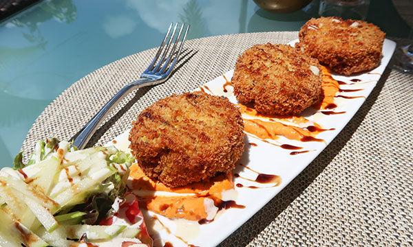 crab cakes at julians at quintessence hotel