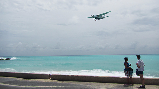 st. barths commuter landing in SXM