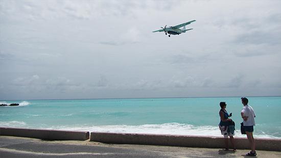 st. barths commuter landing in SXM