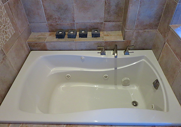 bird of paradise villa's lower master bathroom sink tub