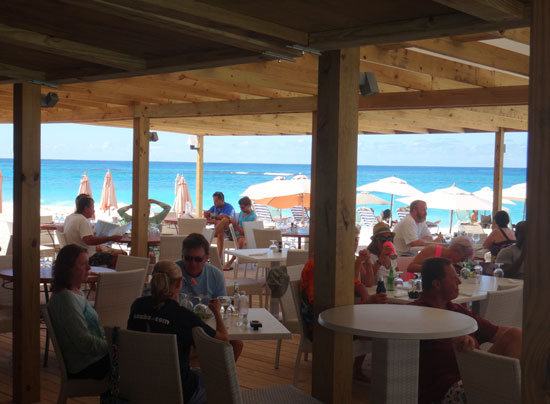 Shoal Bay Anguilla restaurant, Madeariman, tables