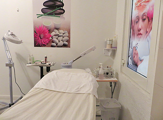massage room inside nails r hair