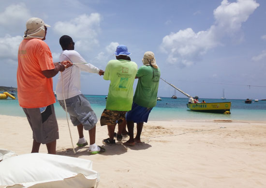 de tree anguilla racing boat putting the ropes in place