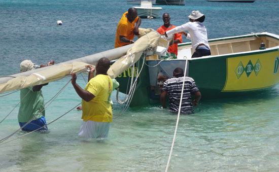 de tree anguilla racing boat's mast
