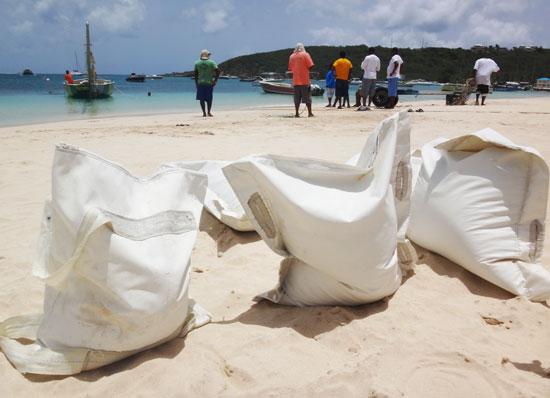 sandbags on de tree sailing boat