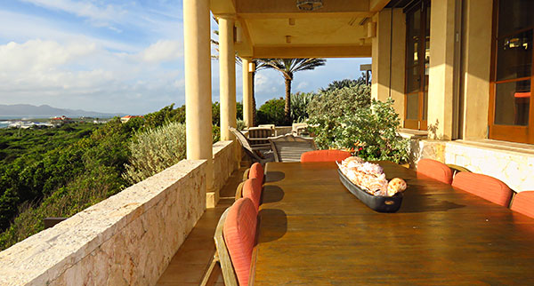 outdoor living and dining at bird of paradise villa