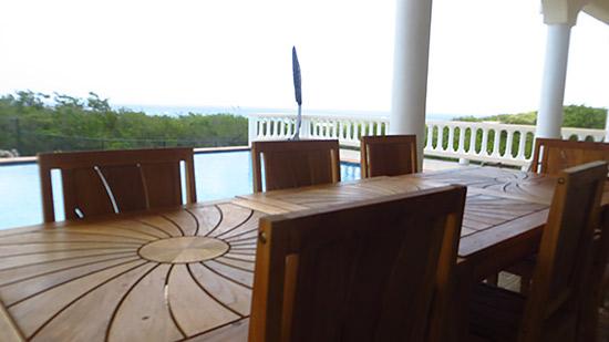outdoor dining at villa kiki