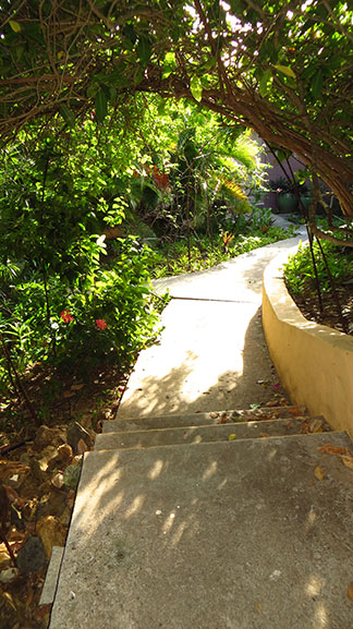 path to rest of resort on frenchmans