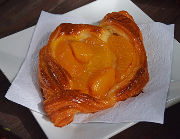 peach puff right out the oven at le bon pain