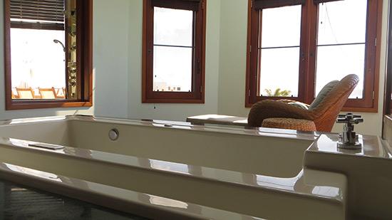 bathtub and sitting area