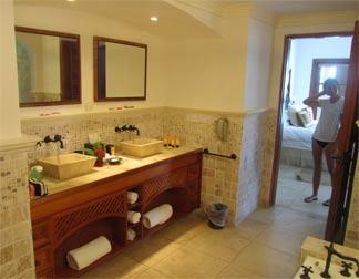 St. Lucia resorts Cap Maison master bathroom