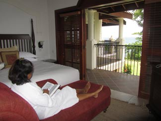 St. Lucia resorts Cap Maison master bedroom
