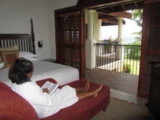 St. Lucia resorts Cap Maison master bedroom