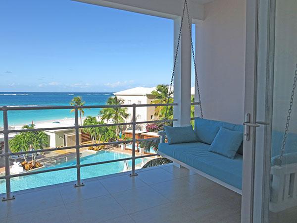 standard room balcony at manoah