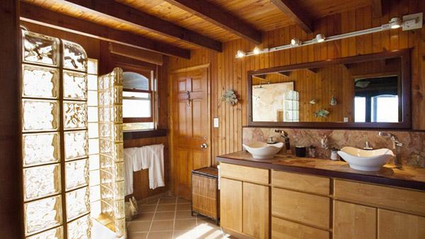 guest bedroom bathroom at wesley house