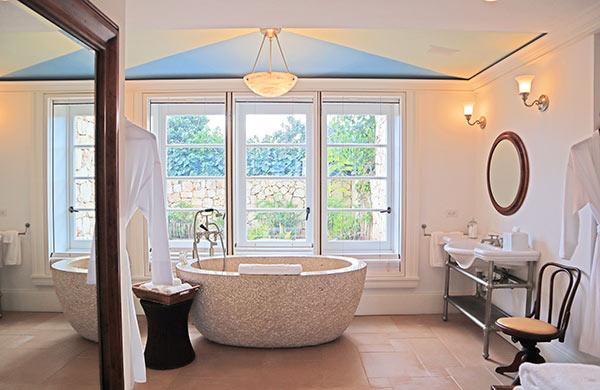 Main floor bathroom in guest house Ananda at Santosha Villa Estate on Long Bay