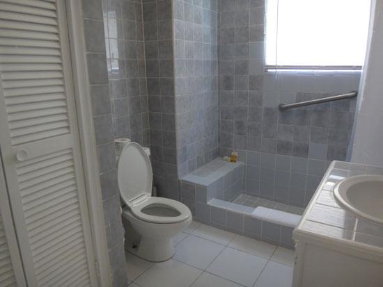bathroom in rendezvous bay hotel