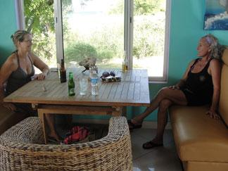 Shoal Bay restaurant, Madeariman, staff