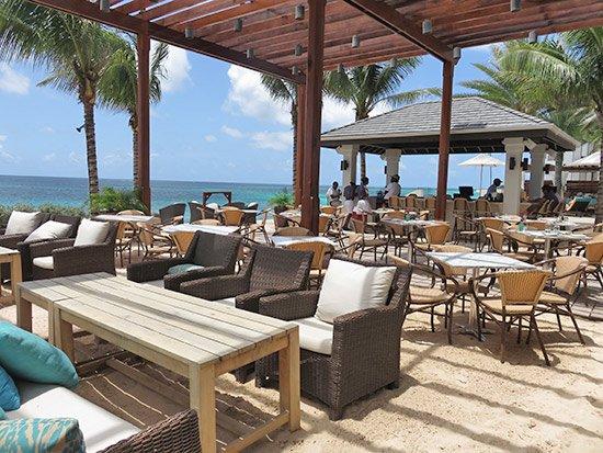 zemi beach 20 knots dining area