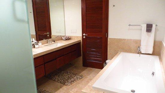beaches edge master bathroom