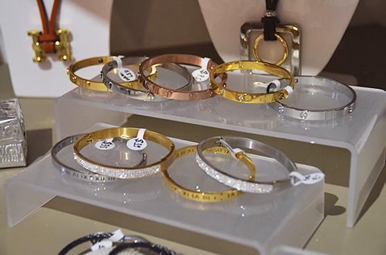 Diamond and gold braceletes at Bijoux
