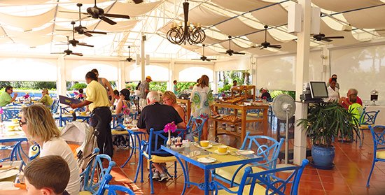 cafe med breakfast room at cuisinart